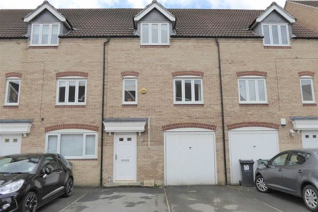 Thumbnail Town house to rent in Dunlop Avenue, Leeds, West Yorkshire