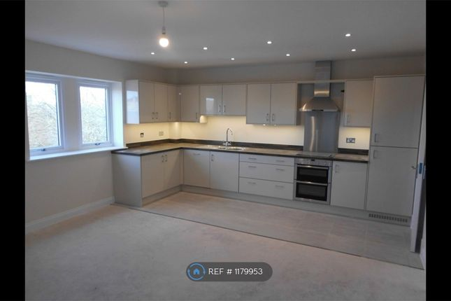 2 bed flat to rent in Fortescue House, Trowbridge BA14