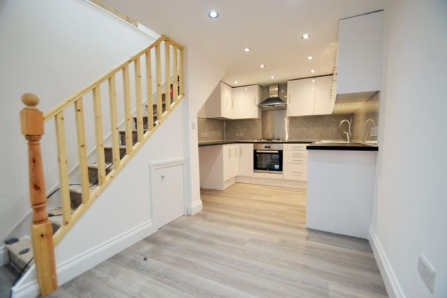 2 bed mews house to rent in The Mall, Ealing W5