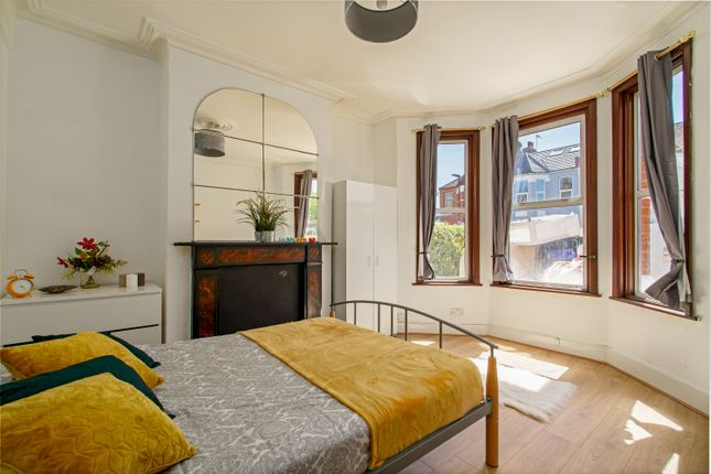 Thumbnail Room to rent in Chesterfield Gardens, London, London