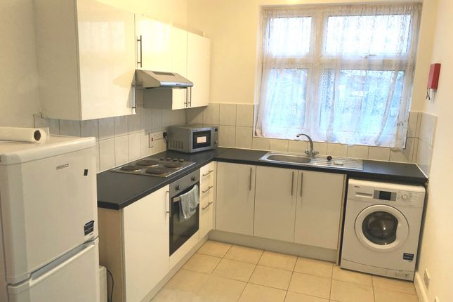 Thumbnail Shared accommodation to rent in Fairfield Road, West Drayton