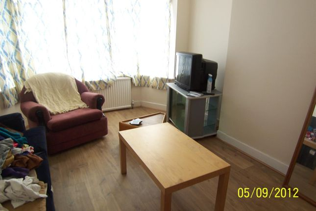 Thumbnail Semi-detached house to rent in Greenhill Road, Leicester