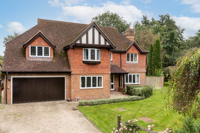 Thumbnail Detached house for sale in Lincolns Mead, Lingfield