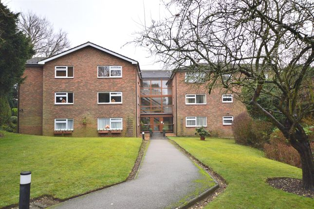 2 bed flat to rent in Barrards Hall, Beech Avenue, South Croydon, Surrey CR2