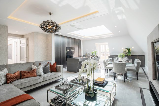 2 bed flat for sale in Lipton Close, Thomas Court, Southgate N14