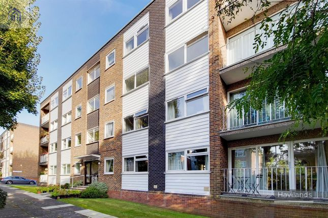 2 bed flat for sale in Maplin Close, Winchmore Hill N21
