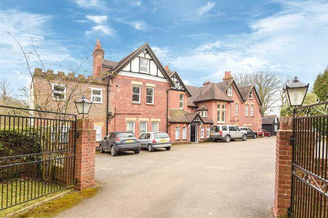 2 bed flat for sale in Carlton Road, South Godstone, Godstone