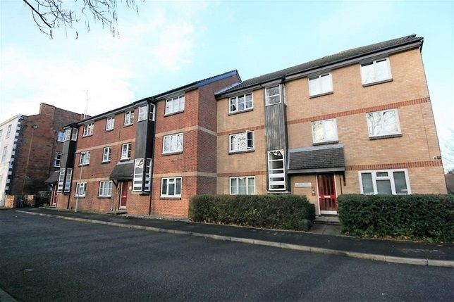 2 bed flat to rent in Troon Court, Muirfield Close, Reading