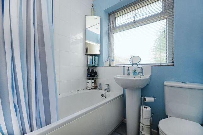 Bathroom of Herdings View, Sheffield S12