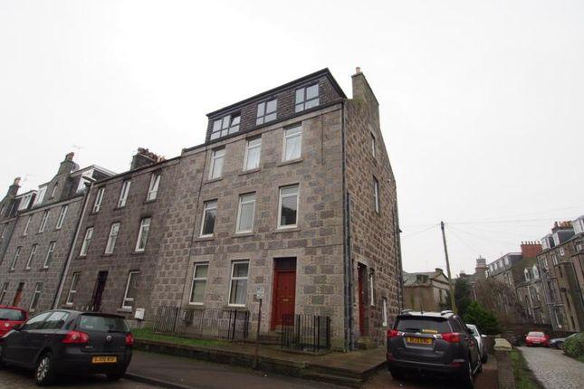 2 bed flat to rent in Summerfield Terrace, First Floor