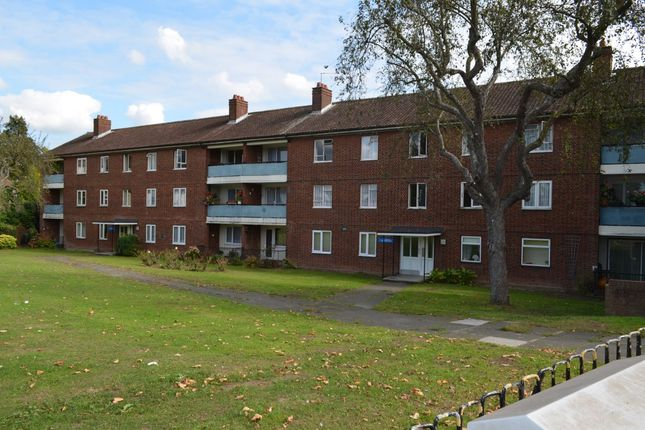Flat to rent in Village Road, Enfield