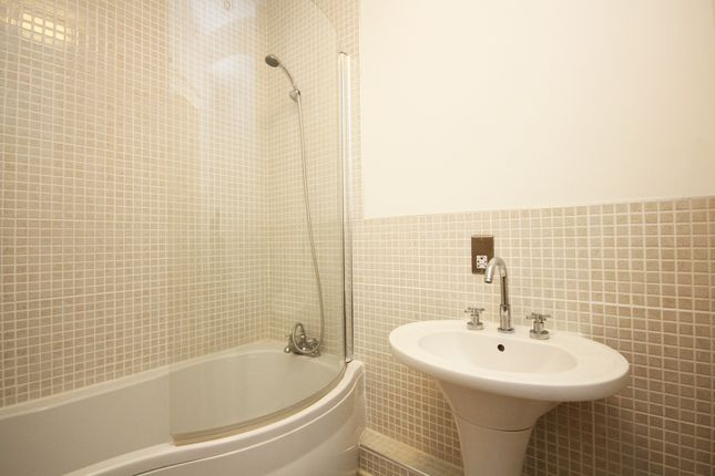 Bathroom of Pinstone Street, City Centre, Sheffield S1