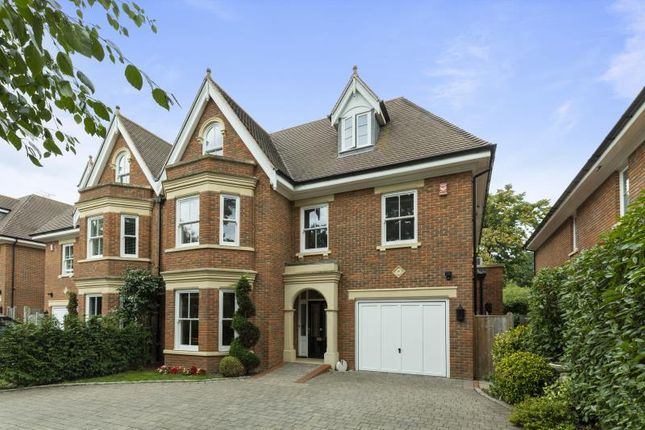 Thumbnail Property to rent in Selborne Place, Old Avenue, Weybridge, Surrey