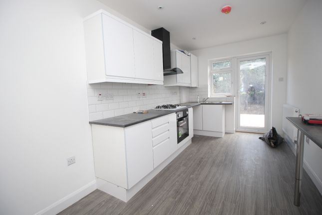 5 bed terraced house to rent in Victoria Road, Barking