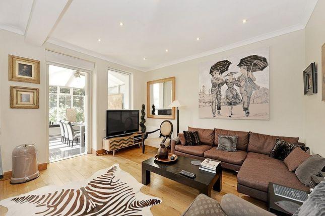 3 bedroom flat to rent in Beaufort Street, Chelsea