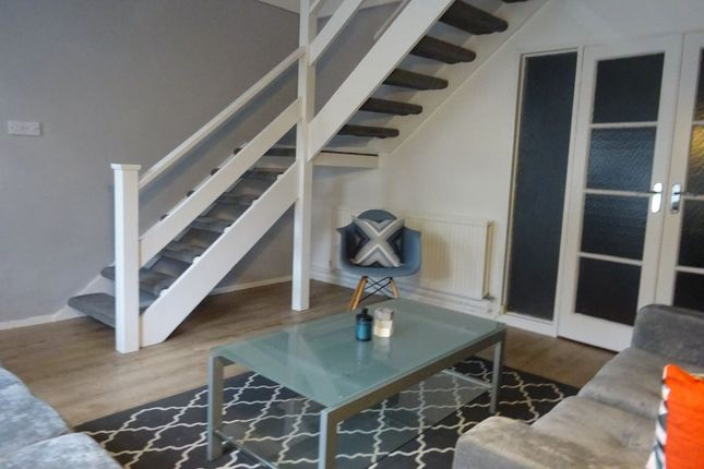 Thumbnail Property to rent in Downfield Road, Clifton, Bristol