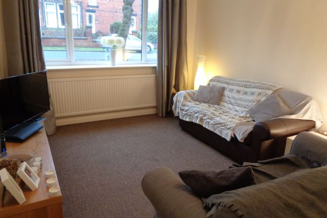 2 bed flat to rent in Arncliffe Road, Leeds