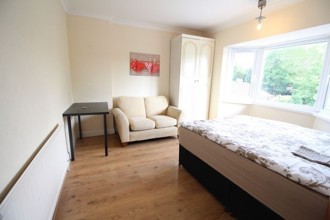 Thumbnail Flat to rent in Cecilia Road, Hackney