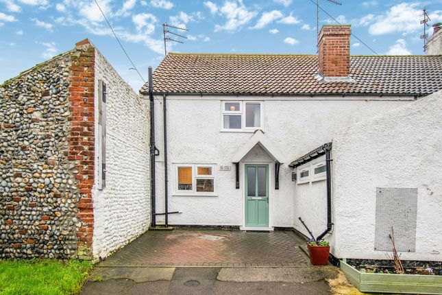 Thumbnail Cottage for sale in Beach Road, Scratby, Great Yarmouth