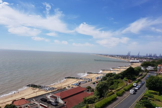 Thumbnail Flat for sale in Cliff House, Hamilton Gardens, Felixstowe
