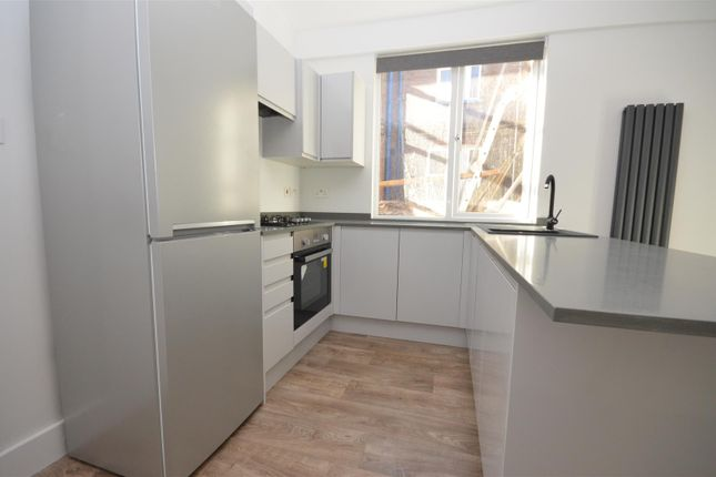 Shared Kitchen of Reginald Street, Luton LU2