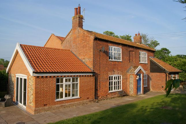 Thumbnail Cottage for sale in Eccles Road, East Harling, Norwich
