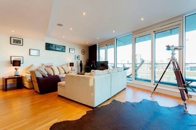 Thumbnail Flat to rent in Battersea Reach, London