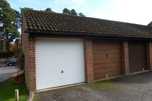 Montrose close whitehill gu35 3 bedroom end terrace for Professional garage door montrose