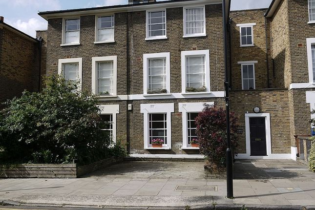 3 bed flat for sale in Navarino Road, Hackney, London