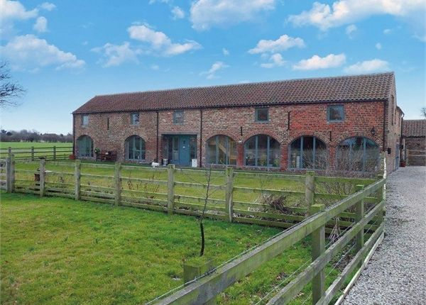 4 bed mews house for sale in Neat Marsh Road, Preston, Hull, East Riding Of Yorkshire