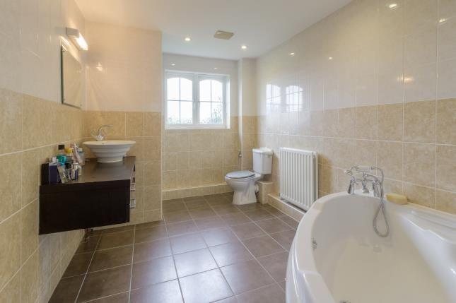 Family Bathroom of Prestwick Road, Great Denham, Bedford, Bedfordshire MK40