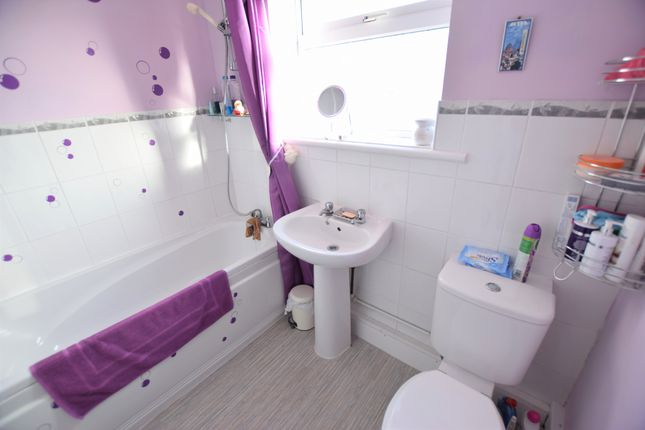 Bathroom of Sunset Close, Pevensey Bay BN24