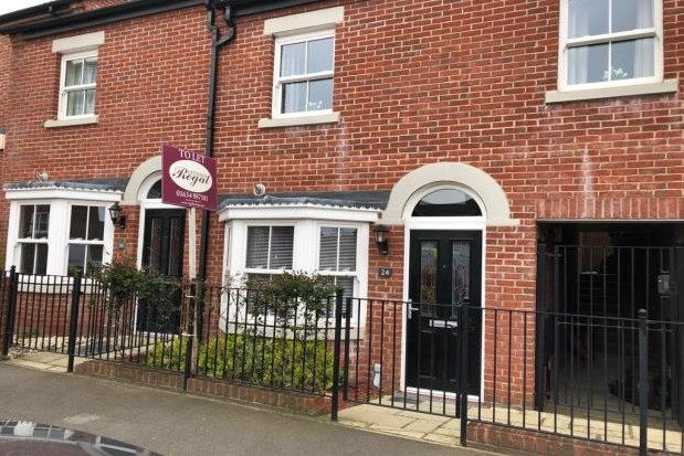 3 bed property to rent in Cazeneuve Street, Rochester ME1