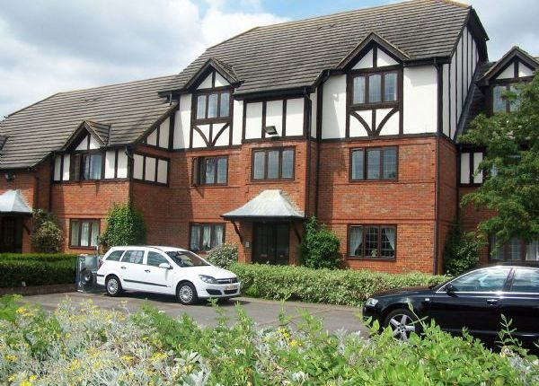 1 bed flat to rent in High Street, West Molesey