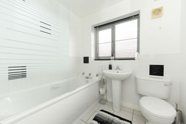 Bathroom of Acorn Ridge, Walton, Chesterfield S42