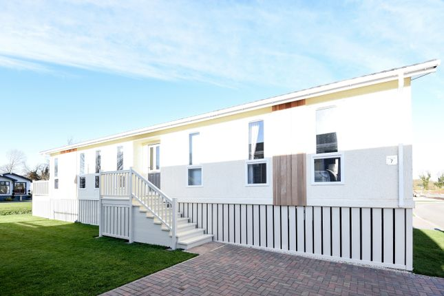 Thumbnail Mobile/park home for sale in Waters View, Yarwell