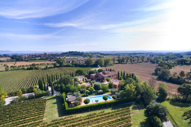 Thumbnail Villa for sale in Siena (Town), Siena, Tuscany, Italy