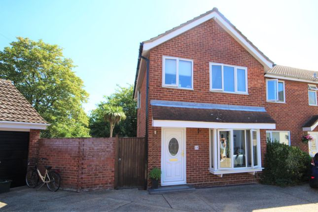 Thumbnail Semi-detached house for sale in Hawkwood Close, South Woodham Ferrers