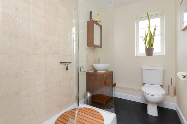Ensuite of Penny Cress Gardens, Maidstone ME16