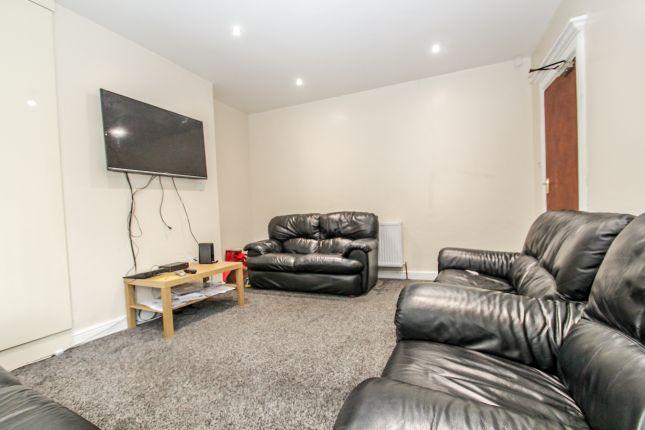 Thumbnail Semi-detached house to rent in St. Michaels Villas, Headingley, Leeds