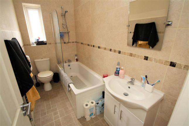 Bathroom of London Road, Westcliff-On-Sea SS0