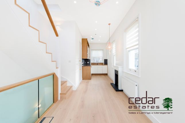 Thumbnail Triplex to rent in Westbourne Park Road, Notting Hill