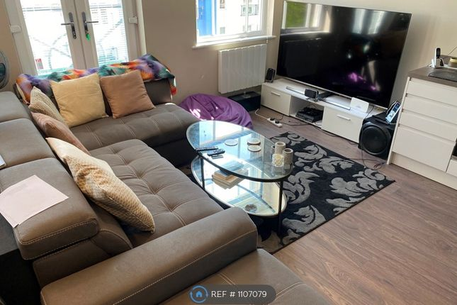 1 bed flat to rent in Wellington House, Walton-On-Thames KT12