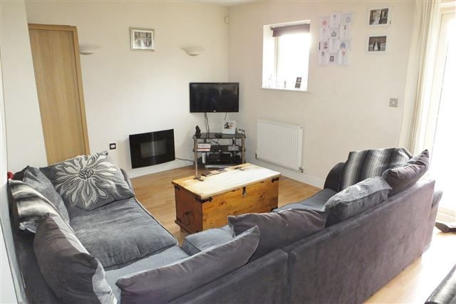 3 bed semi-detached house for sale in Holywell Heights, Sheffield