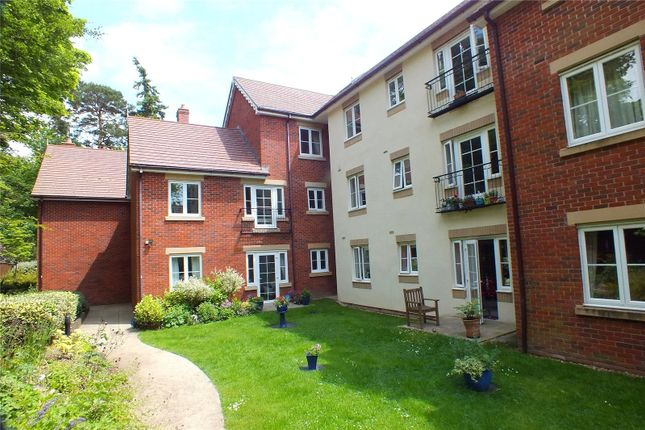 1 bed flat for sale in Cadogan Court, Branksomewood Road, Fleet