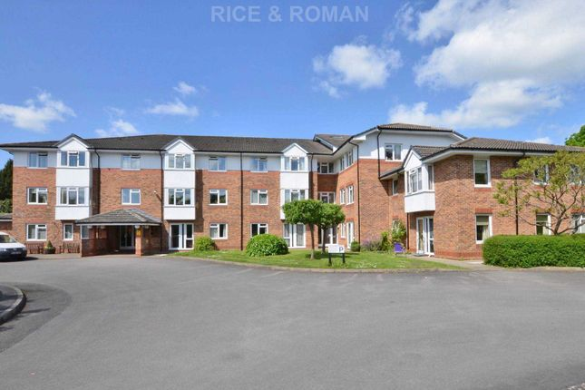 Thumbnail Flat to rent in Crockford Park Road, Addlestone