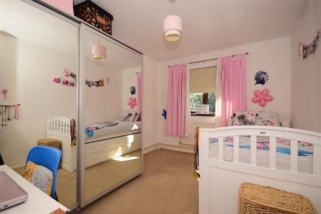 Thumbnail Maisonette for sale in Cookes Close, London