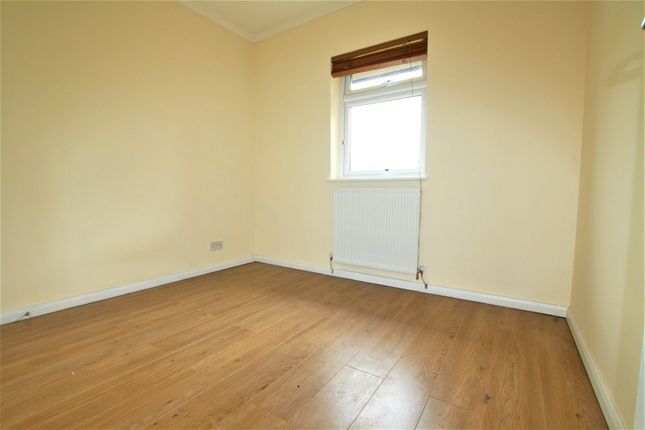 Thumbnail Flat to rent in Vicarage Way, Colnbrook, Berkshire