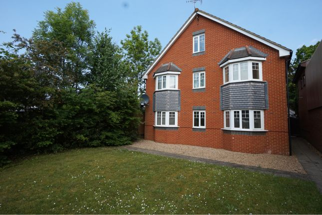 Thumbnail Flat for sale in Coachmans Grove, Sandhurst