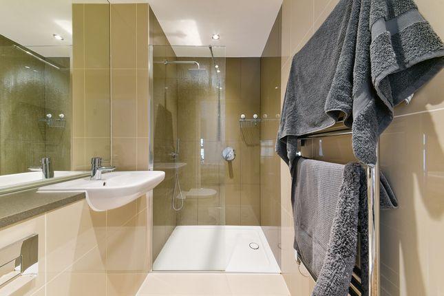 Bathroom of Alwen Court, Bermondsey, London SE1